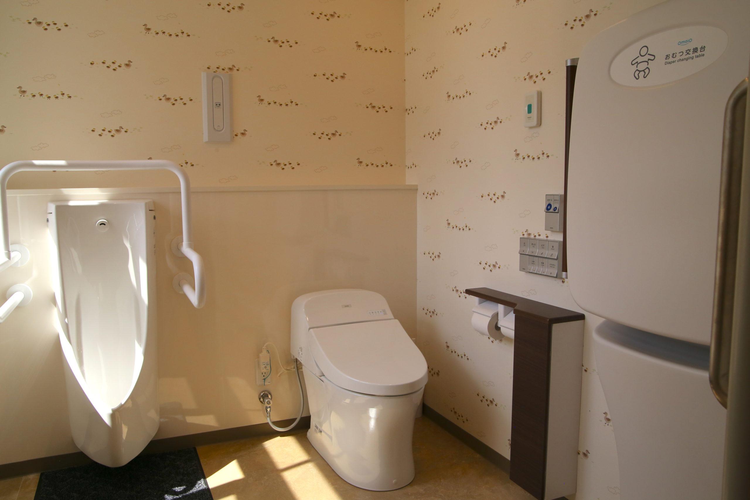 トイレ<br><font size=3>(オムツ交換台、<br>チェンジングボード付)</font>
